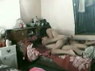 Indonesiska piga med henne pakistanska boyfriend
