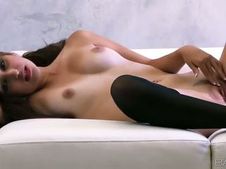 Superb russisch babe natasha malkova fondles haar mooi titties en poesje video-