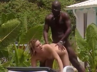 E bardhë bashkëshorte fucks me franceze e zezë në xhamajka