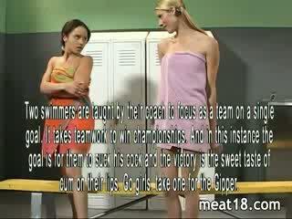 Two seksualu paaugliai nusirengti nuogas prieš jie gauti pakliuvom ir creampied į the locker kambarys