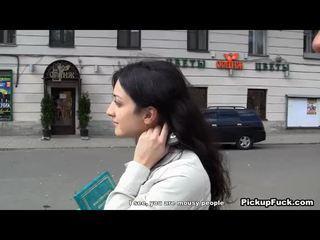 Rambut pirang wanita muda menarik endures besar screwing gemuk bajingan