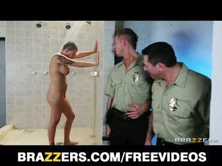 Vollbusig knast inmate eva angelina gets gang-banged im die dusche