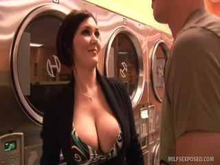 Insanely sexy babe claire dames rides dong til hun cums