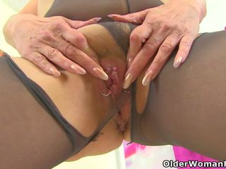 English gilf pandora fucks її pantyhosed манда з a