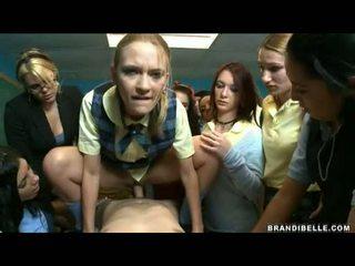 Brandi belle un meitenes entice unbending wang jāšanās un nepieredzējošas viņam no