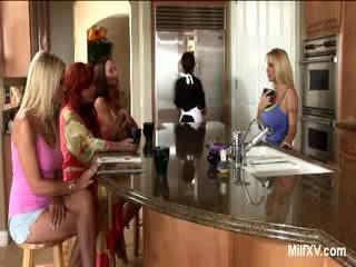 cougar, ibu rumah tangga, strap-on
