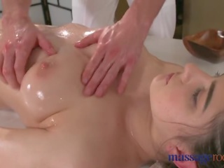 Massage Rooms Hot brunette has squirting orgasm before good fucking