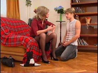 Russisk milf dominates unge guy