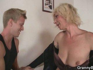 Възрастни блондинки takes то от зад
