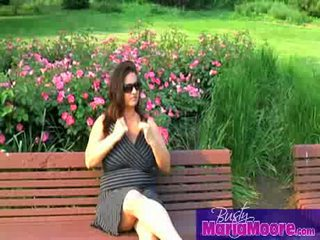 Maria moore - solo উপর park bench