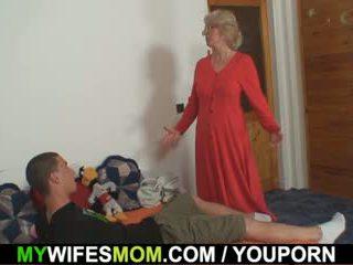 妻子 finds 他 他妈的 妈妈 在 法 和 gets insane