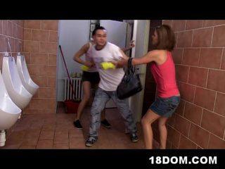 امرأة سمراء, الجنس في سن المراهقة, facesitting