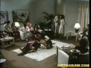 μελαχροινή, hardcore sex, ομάδα σκατά