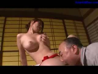 Het momen jag skulle vilja knulla masturberar getting henne hårig fittor licked och fingered av makens på den reception i den rum