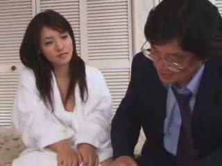 年轻 亚洲人 青少年 性交 由 老 男人