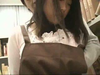 Arg tüdruk käperdatud ja used sisse a bookstore
