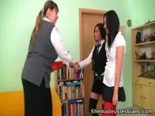 Dina ja kira imema ja lakkumine tohutu tissid kohta nende õpetaja.