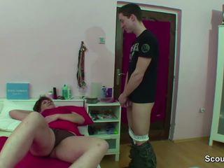 Μαμά που πιάστηκε γερμανικό αγόρι τραβώντας μαλακία όταν wake επάνω και πάρει γαμώ