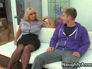 Stor boobies blond momma opens bred til unge kuk