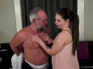 Angelina brill fucks an vyresnis gentleman