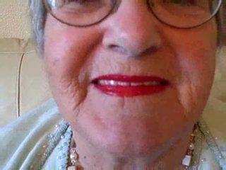 סבתא puts ב שלה שפתון לאחר מכן sucks צעיר זין וידאו