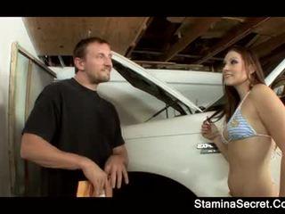 Elizabeth kochanie keeping jej samochód premium w dół