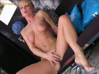 Silvia saint masturbates 同 她的 新 振子