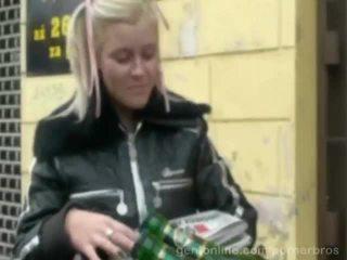 E lezetshme çeke gjoksmadhe vogëlushe alexa guximtar fucked në një i eksituar video