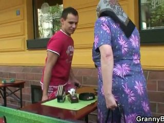 Dejavimas senelė rides sunkus meat