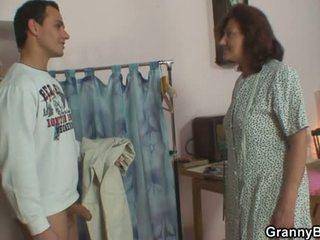 Sewing granny takes tema klient riist