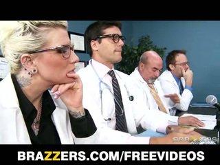 Brandy aniston سوف فعل أي شئ إلى الحصول على لها طبي licence