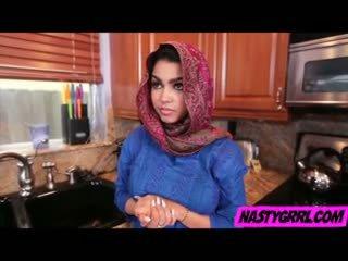 Hijabi mergaitė ada has į žįsti bybis ir obey