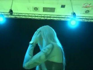 Lucy cat - bj i den backstage