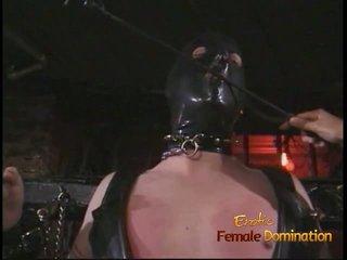 Kinky dekhengst in een masker enjoys being spanked door an aziatisch