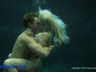Whitney taylor - debaixo de água sexo