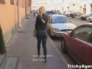 Tricky agent - kuklus blondy turns į būti tikrai starving už