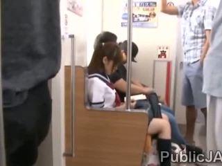 Bunch av äldre pervs bang japanska skol vid electric tåg