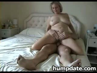 Busty mature wife with nice big ass ri...