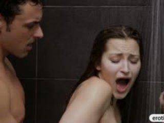 Seksi babe dani daniels blowjobs dan fucked dalam yang bilik mandi