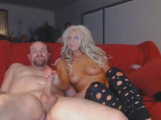 karstās blondīne zīst milzīgs dzimumloceklis dziļi uz viņai throat: bezmaksas porno 9a