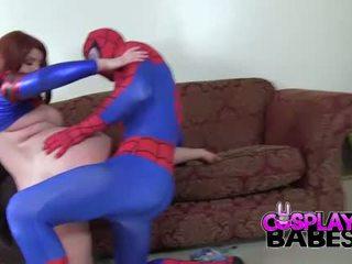 Berpakaian menyerupai karakter babes spiderman likes besar payudara