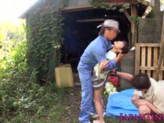 Väike jaapani beib õues facialized