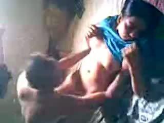 Desi قرية فتاة الحصول على مارس الجنس بواسطة lover مخفي
