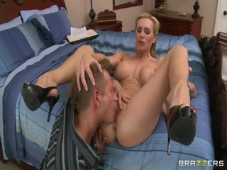 Rotete barmfager blond milf
