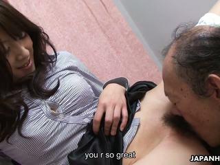 老 男人 是 eating 该 湿 毛茸茸 青少年 的阴户 向上: 高清晰度 色情 41