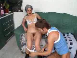 Nagymama baszás barát fiú videó