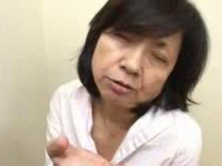Japanilainen äiti sucks swallows & squirts