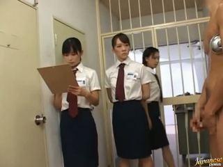 Japonais av modèle en une piss vidéo