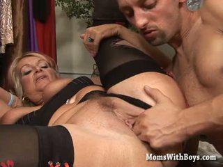 En chaleur maman baisée en une dresser salle