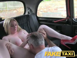 реальність, великі цицьки, таксі